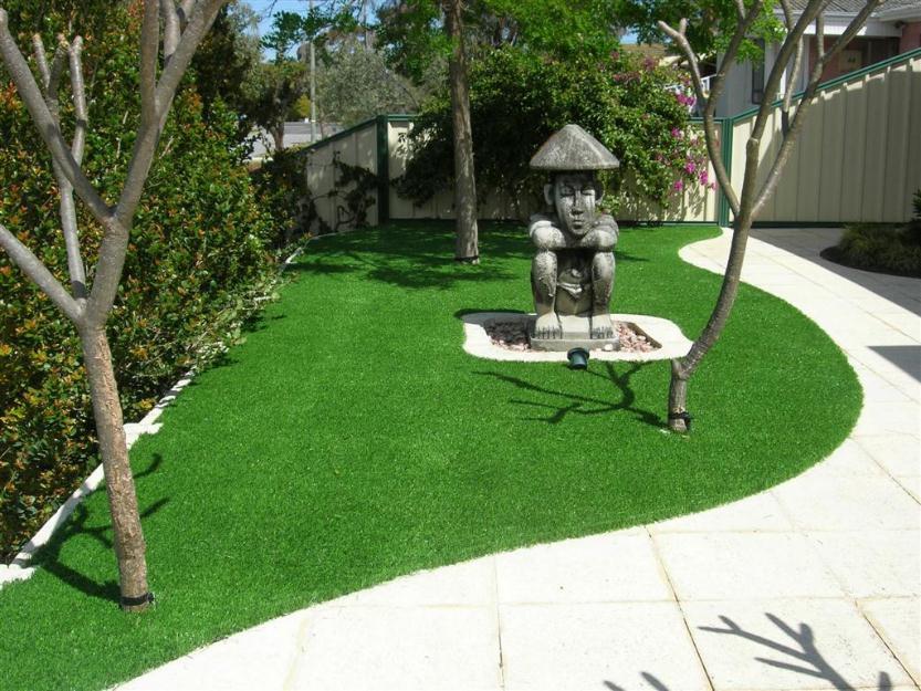 grama no jardim