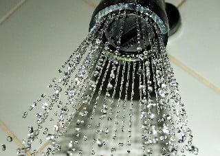 dicas para economizar agua em casa - aerador na torneira