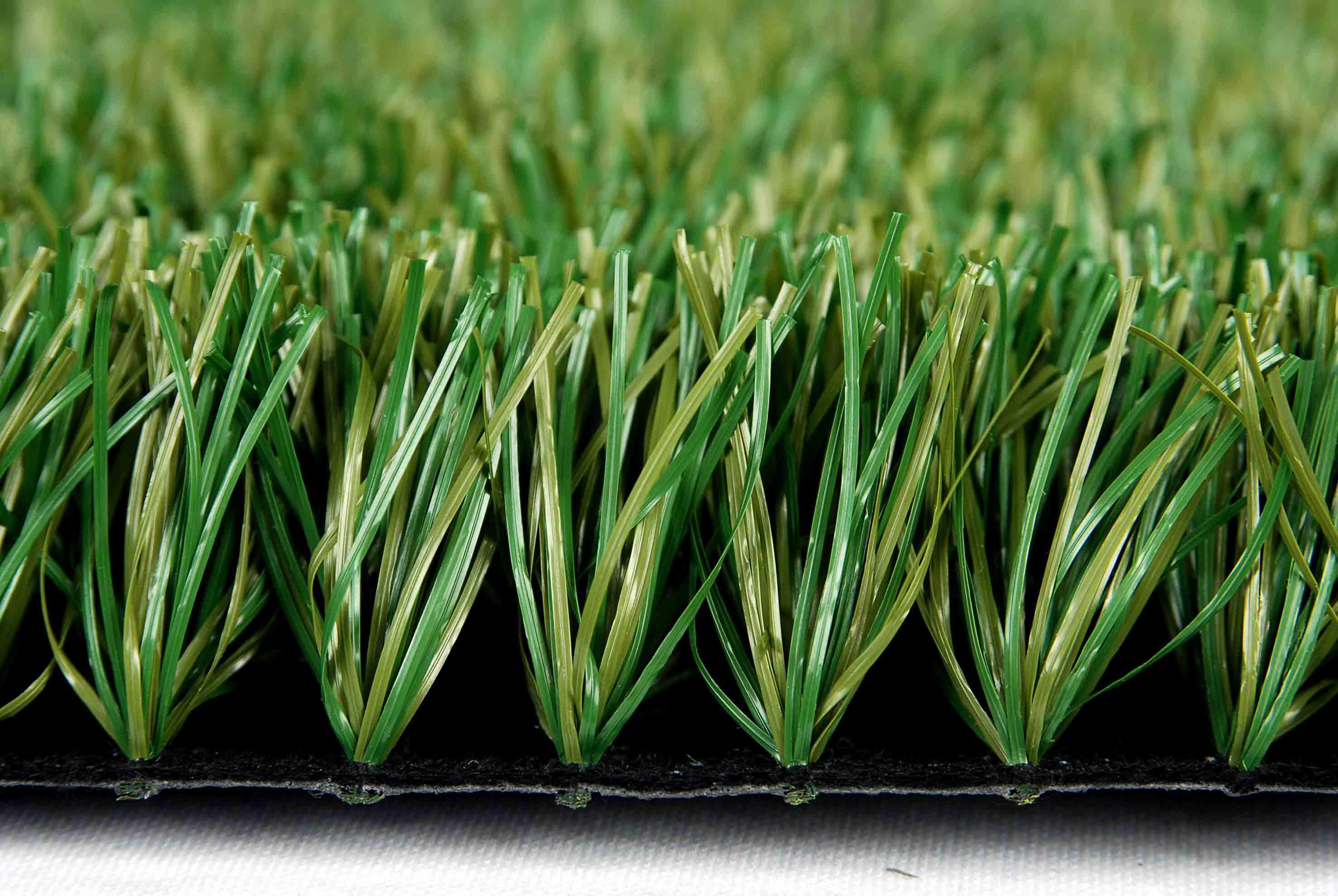 pode colocar grama sintética na terra