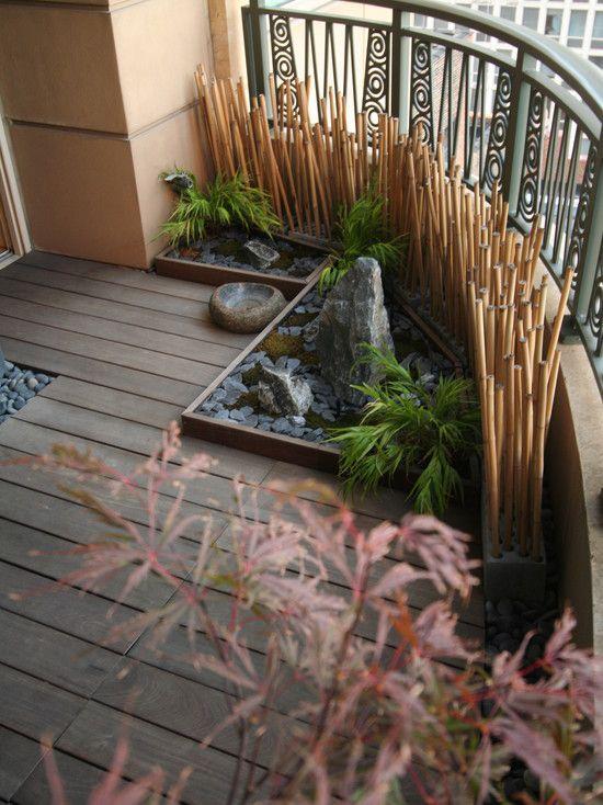 deque de madeira no jardim de inverno