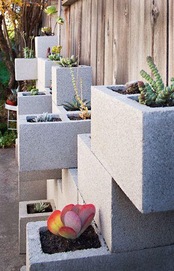 floreira de concreto no jardim