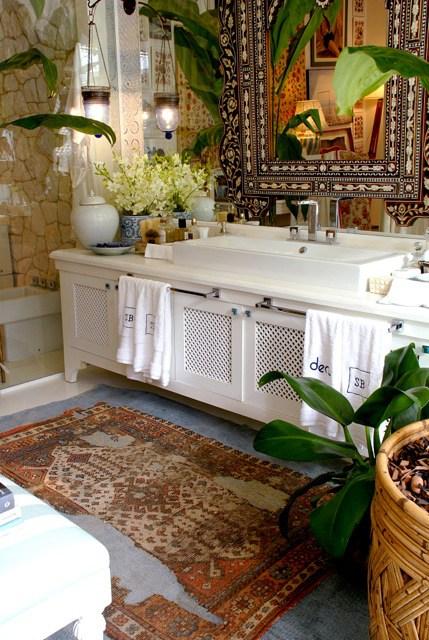 banheiro indiano decorado com plantas