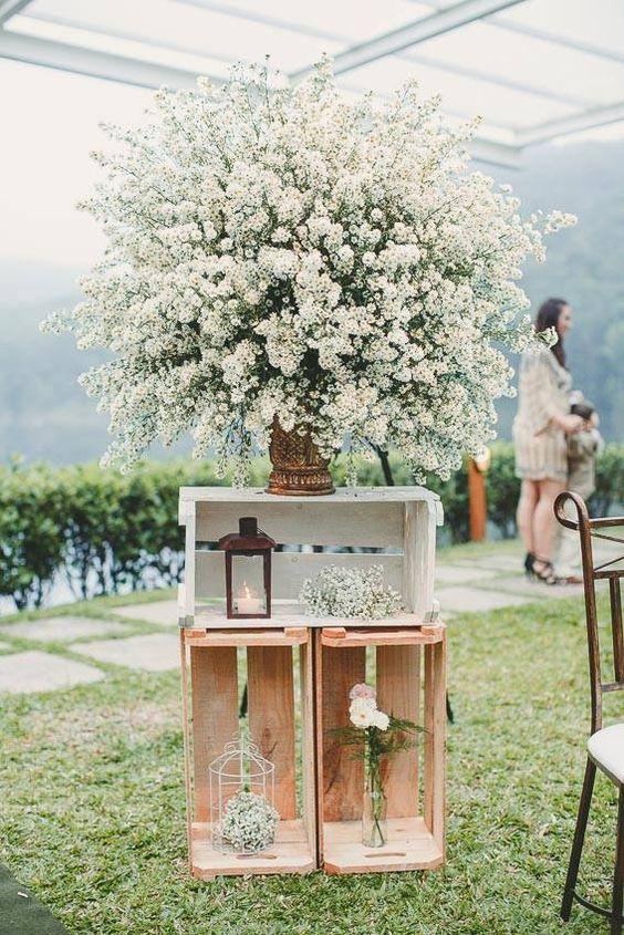 Use flores de acordo com o estilo de decoração do casamento