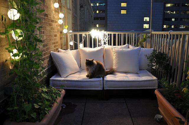 jardim de varanda com luminária