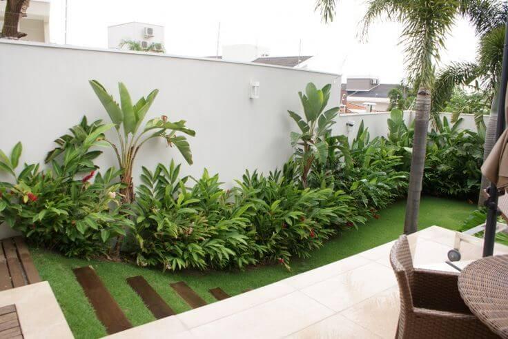 jardim de canto de muro com grama