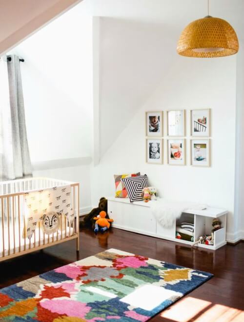 quarto de bebê iluminado