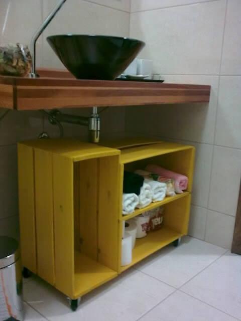 armário de caixote amarelo