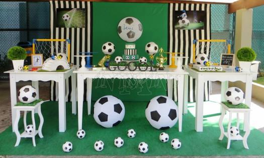 Festa de aniversário infantil com temática de futebol