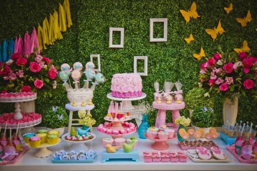 Festa de aniversário com decoração de Jardim Encantado