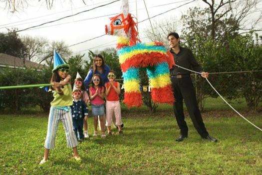 Piñata em uma festa de aniversário infantil