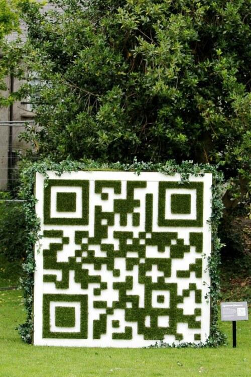 QR Code feito com grama sintética