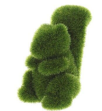 Escultura de coelho feita em grama sintética