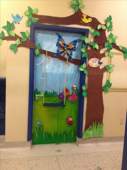 Porta de sala de aula decorada