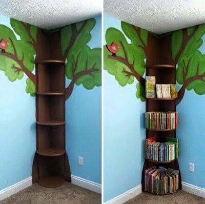 Estante em formato de árvore integrada com a pintura da sala