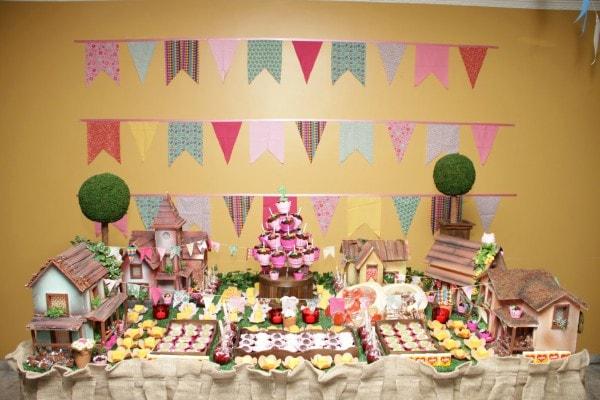 Mesa com doces decorada para festa de São João