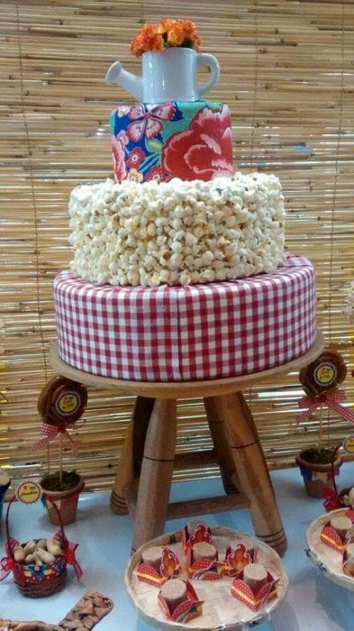 Decoração de festa junina com estampa xadrez