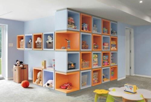 Brinquedoteca com nichos na parede