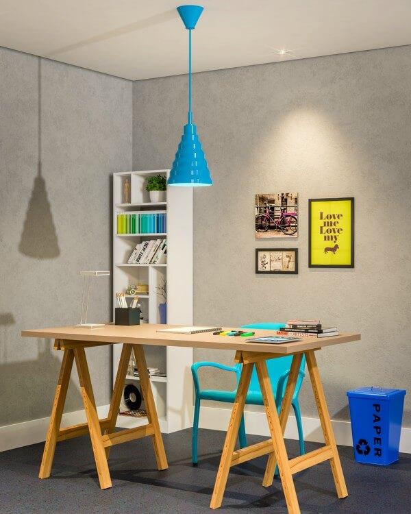 escritorio moderno com cesto de lixo colorido