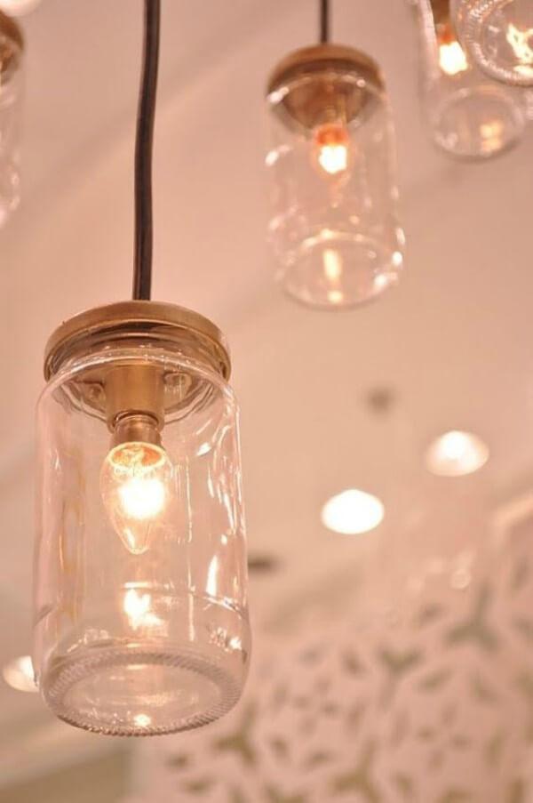 Luminárias feitas com potes de vidro