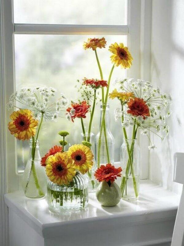 Vasos para flores feitos de garrafas de vidro