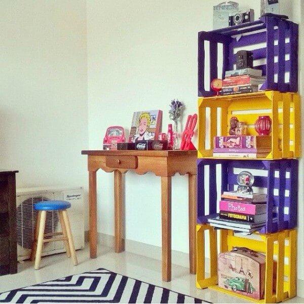 Caixotes de feira como organizadores em espaço infantil