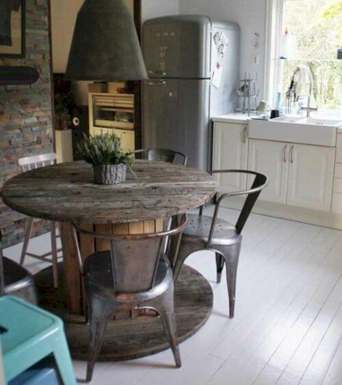 mesa de carretel na cozinha