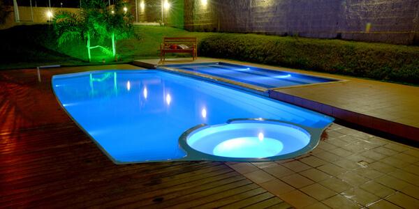 Iluminação subaquática para piscinas
