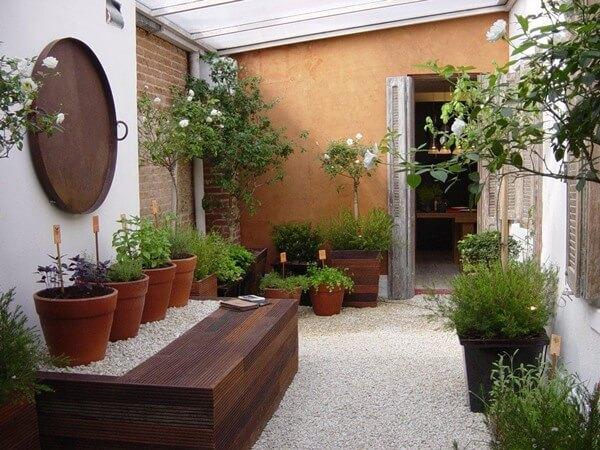 Espaço para jardim barato no quintal