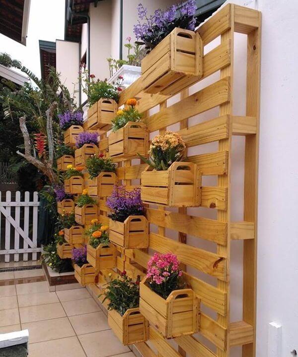 Jardim de inverno com caixotes reciclados