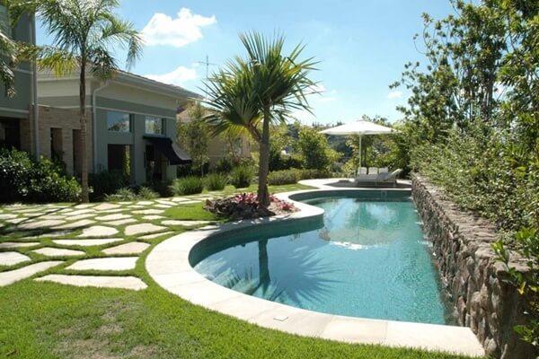 Paisagismo para piscina: 3 dicas que não podem faltar na sua