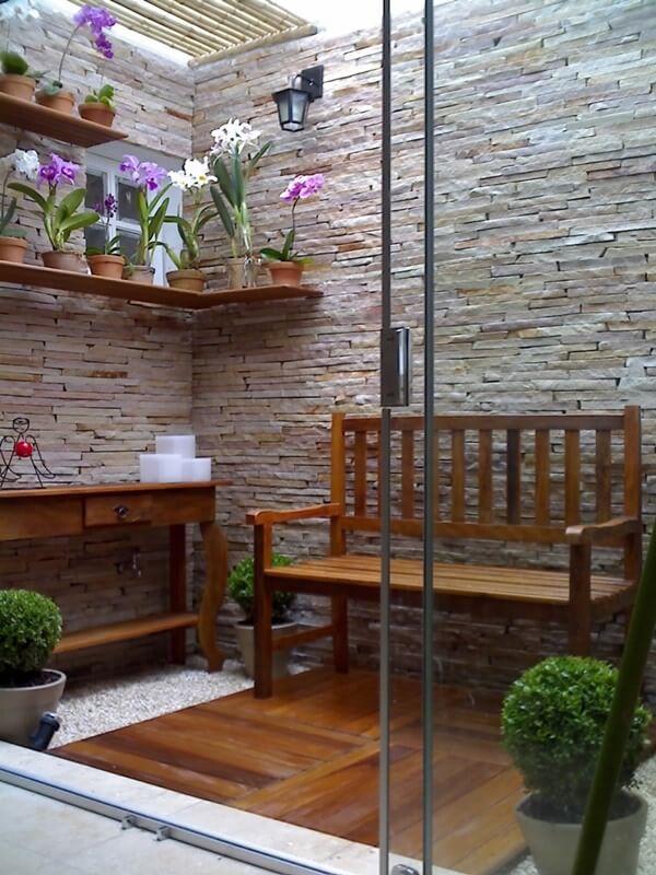 Pedra Canjiquinha é um ótimo revestimento para jardim de inverno