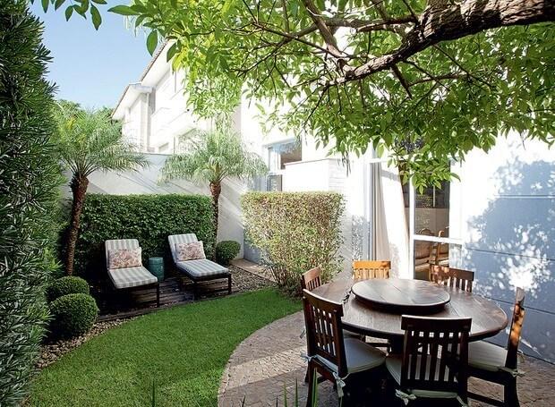 Jardim natural no quintal de casa