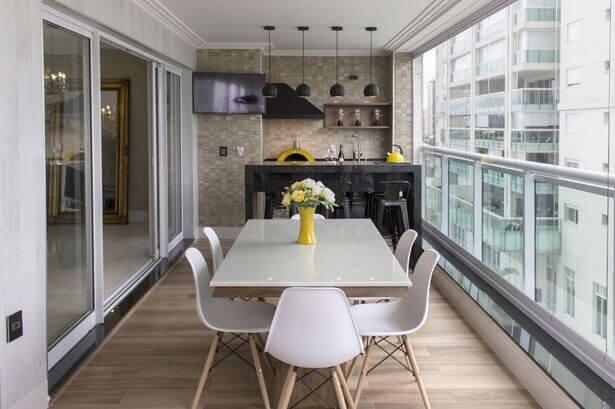 Área gourmet externa em varanda de apartamento