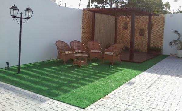 Terraço com grama sintética